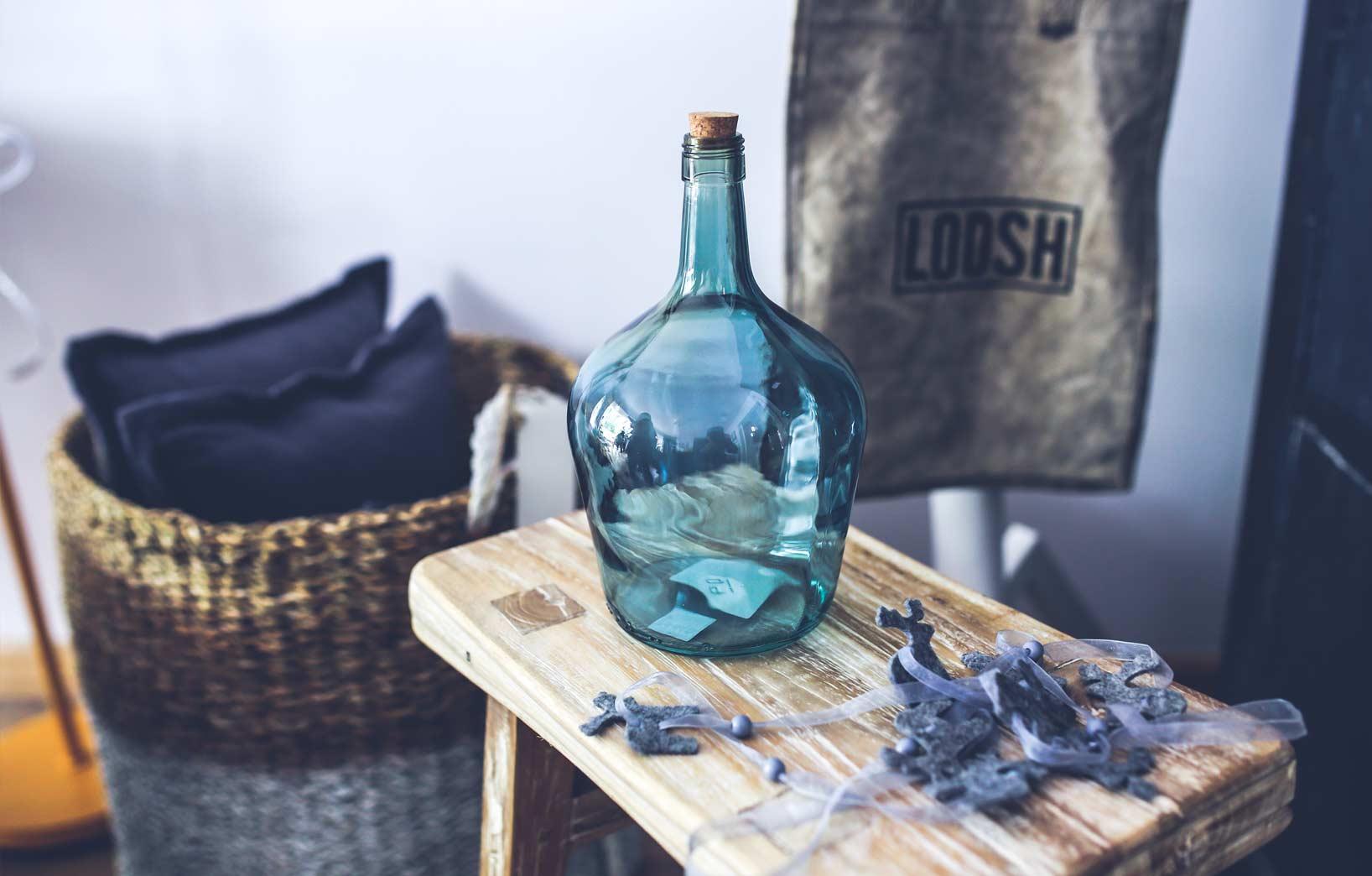 бутыль из синего стекла