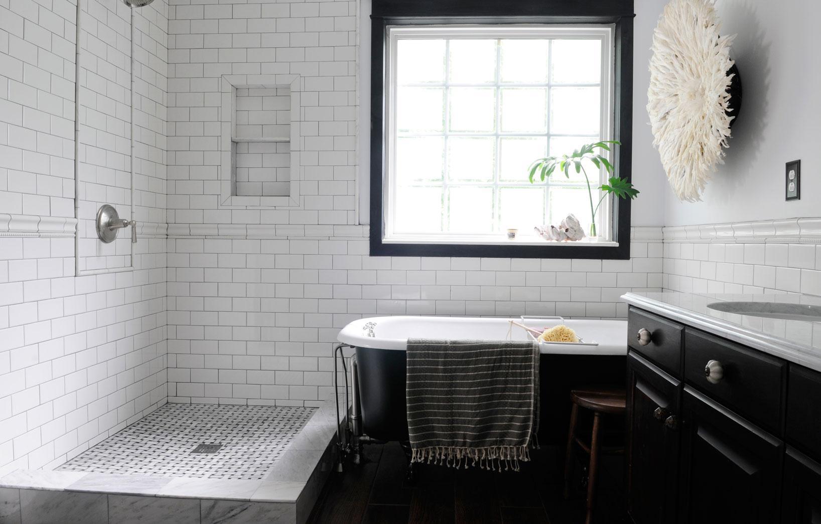 Чёрная мебель в ванной