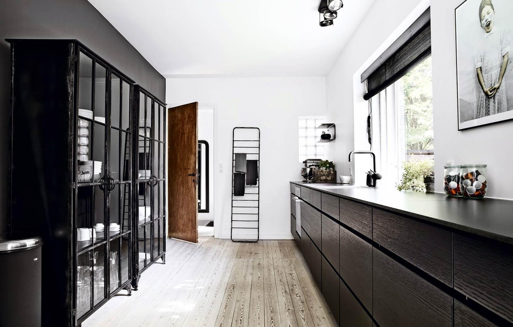 Чёрный цвет в оформлении кухни