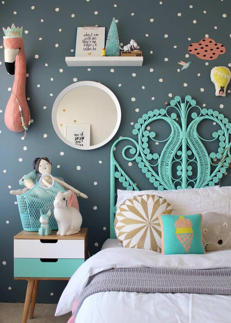 Бирюзовая кровать для маленькой девочки