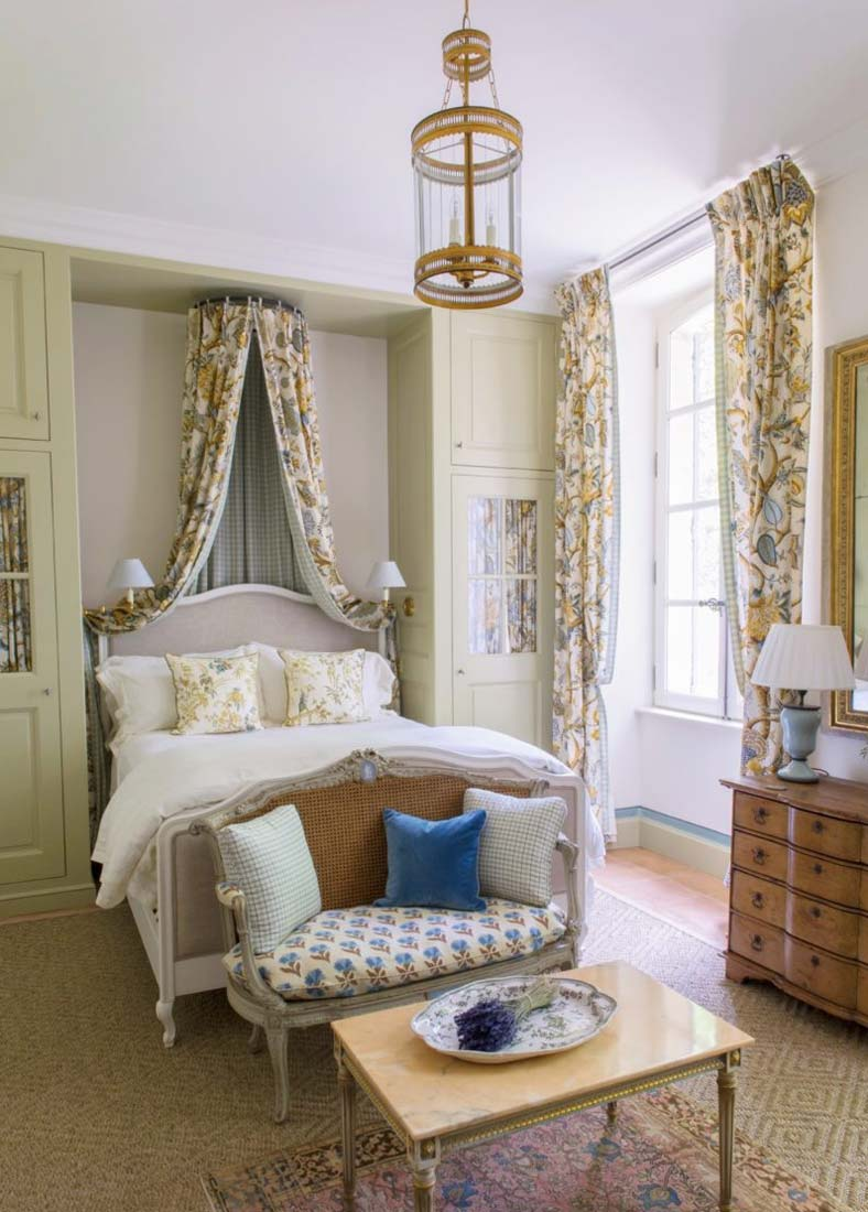Спальня с балдахином