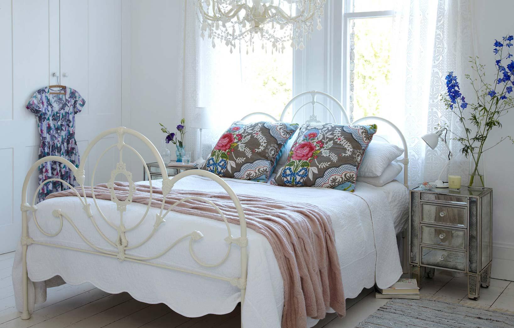 Подушки с цветочным узором