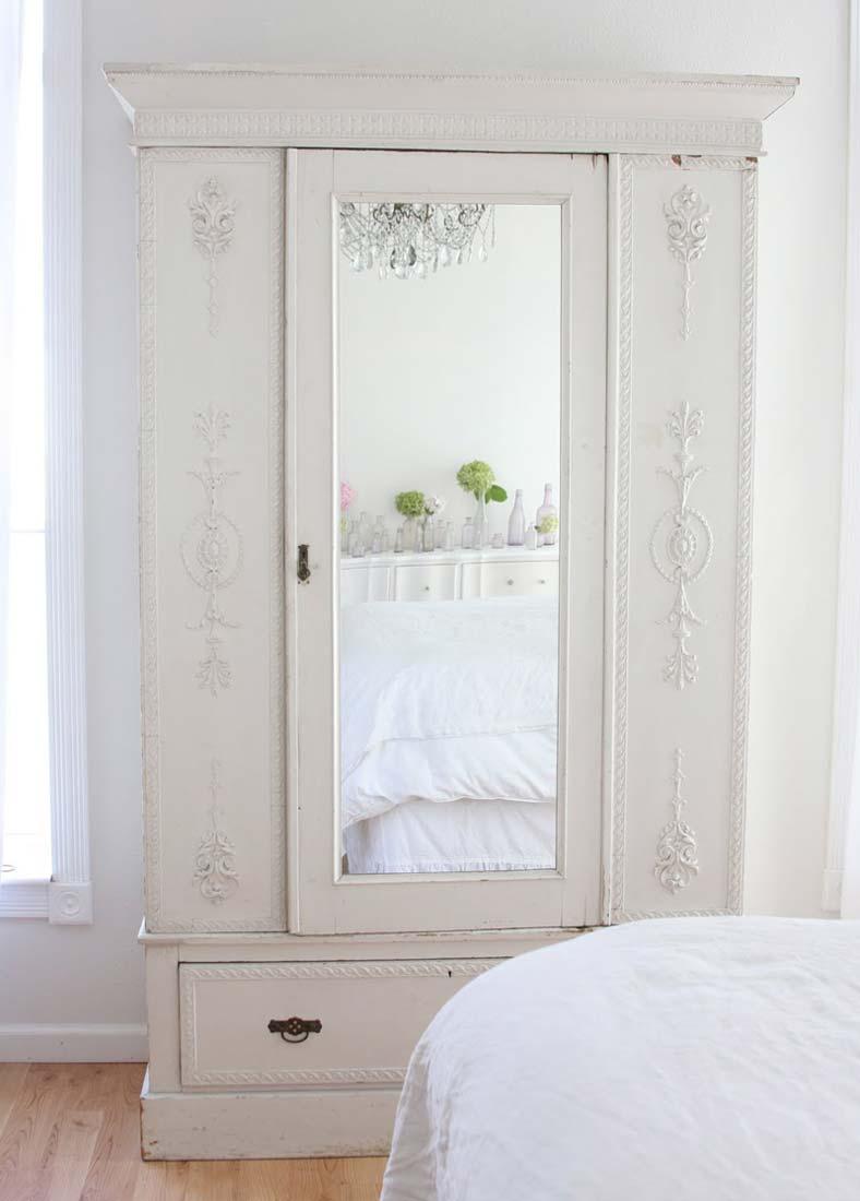 Шкаф для одежды в стиле прованс