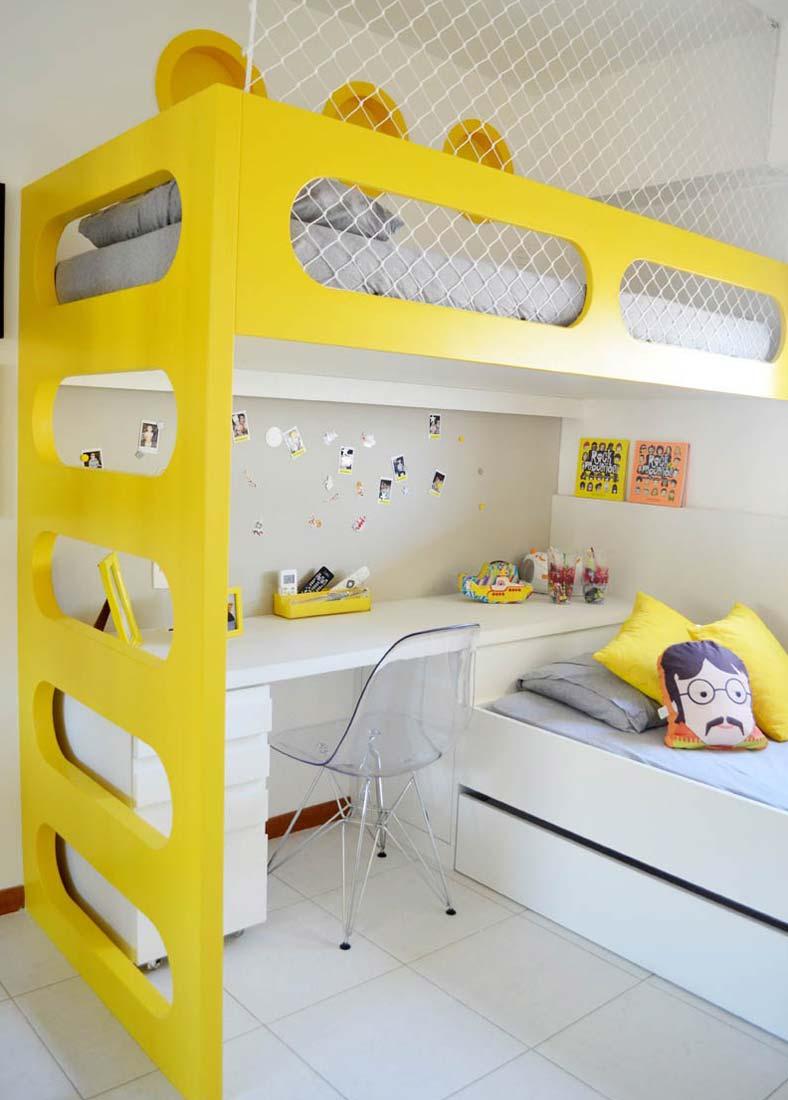Жёлтая кровать