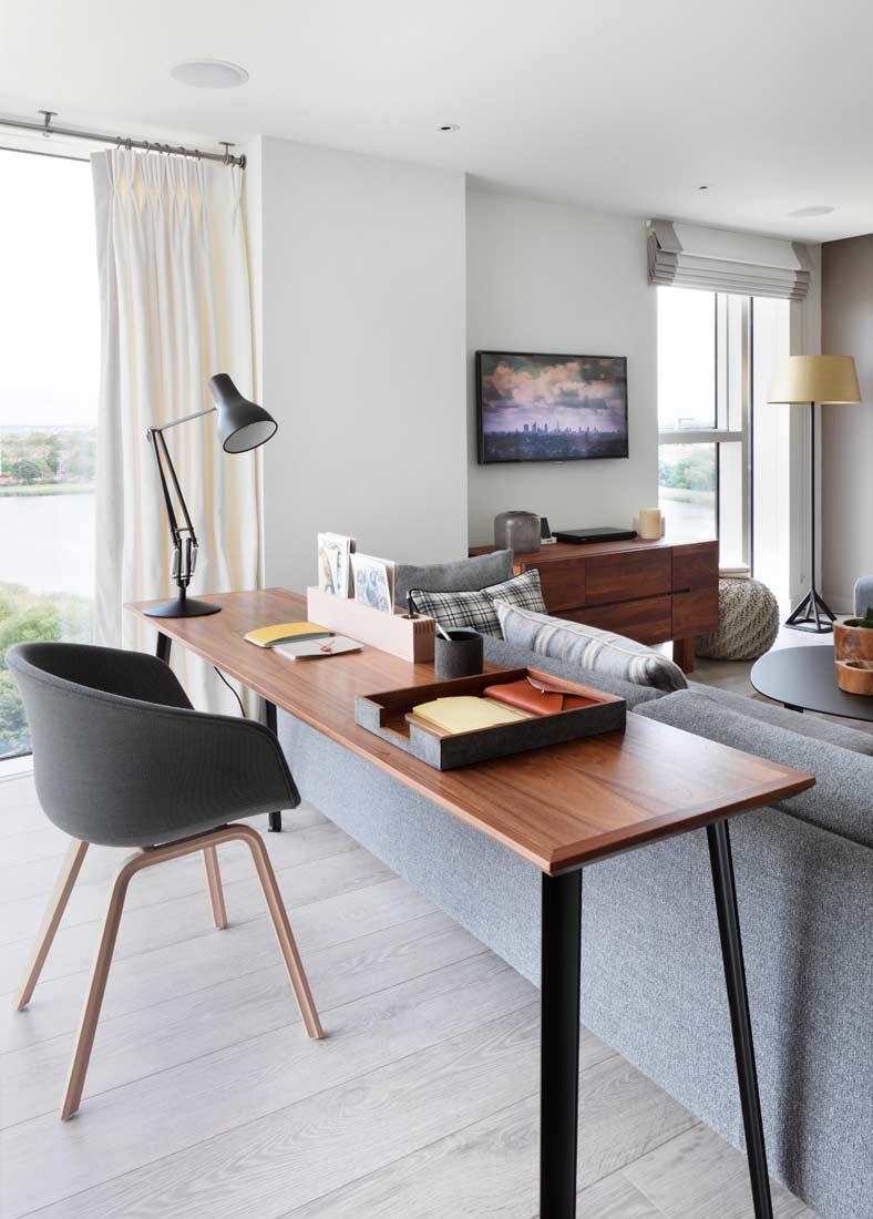 Письменный стол в гостиной