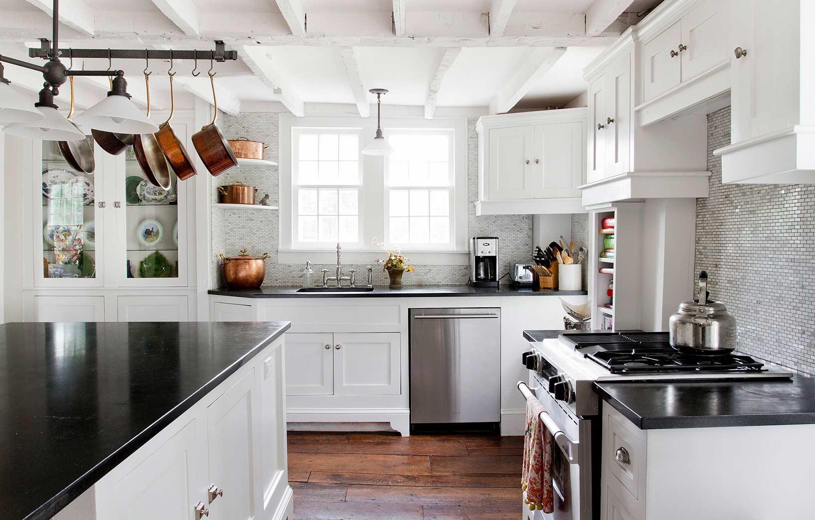 Медная посуда на кухне