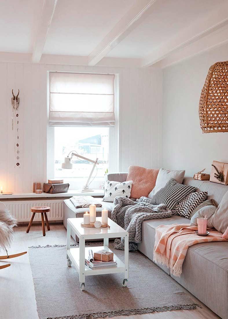 Стильная гостиная в светло-розовых оттенках
