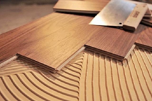 Особенности плавающей укладки паркетной доски на бетонную стяжку с подложкой: пошаговая инструкция
